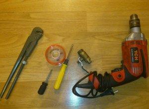 Инструменты сантехника для установки электрического накопительного бойлера