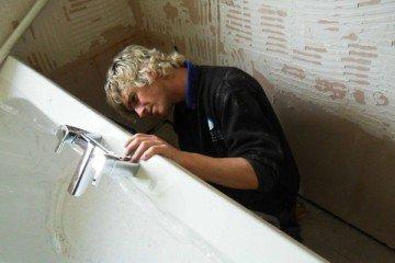 Как правильно установить ванну из любого материала?