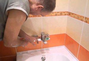 Как выбрать и установить смеситель в ванную комнату?
