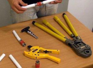 Какие инструменты понадобятся для подключения стиральной машины к водопроводу и канализации?