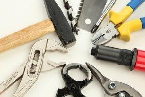 Какие инструменты понадобятся для установки проточного электрического водонагревателя?