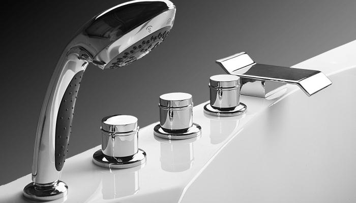 Смеситель с душем, встроенный в бортик ванны