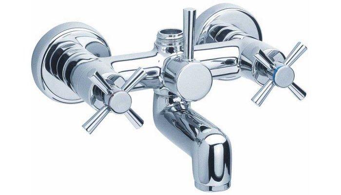 Современный двухвентильный смеситель в ванную