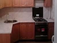Установку мойки на кухне лучше проводить вдали от газовой плиты
