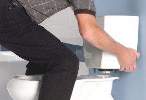 Что делать, если крепление бачка к унитазу необходимо убрать?
