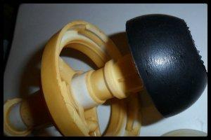 Как починить бачок унитаза с кнопкой, если груша неплотно прилегает?
