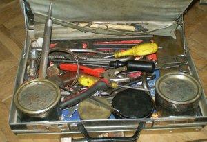 Какие инструменты и расходные материалы потребуются для подключения душевой кабины к водопроводу и канализации?