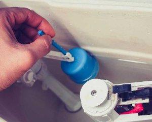 Устройство сливного бачка с кнопкой может перестать набирать воду