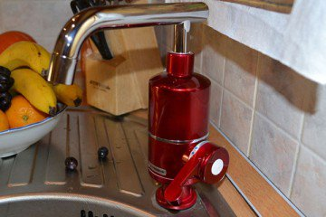 Красивый и практичный кран мгновенного нагрева воды