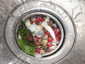 Неаккуратность жильцов - главная причина засоров в канализационных трубах
