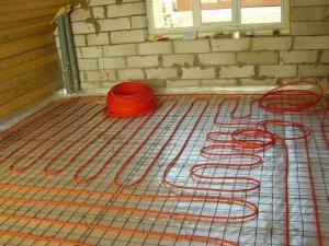 Водяные теплые полы лучше монтировать под плитку в частных домах