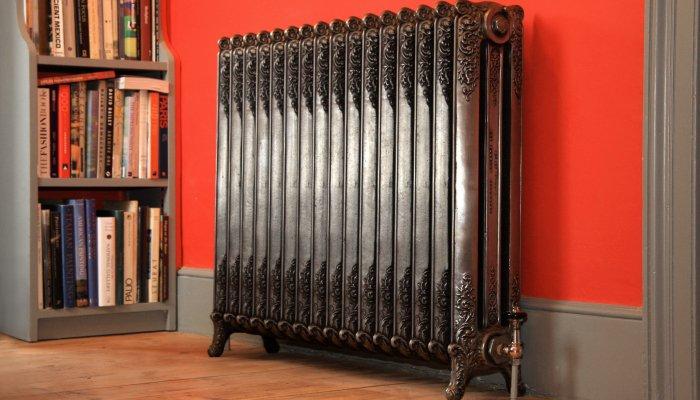 Высокий и тяжелый чугунный радиатор отопления