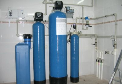 Фильтрационная система очистки воды из скважины от извести и иных примесей