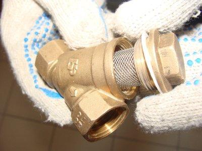 Сетчатый фильтр для воды, устанавливаемый перед счетчиками