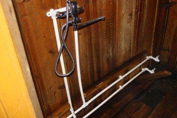 Как провести водопровод в баню своими руками?